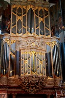 The main organ at De Nieuwe Kerk, Amsterdam, Holland. The church was damaged by the city fires of 1421 and 1452 and burned down almost entirely in 164...