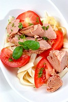 Tuna with noodles and tomatoes in a bowl