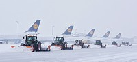 Aircrafts, winter maintenance, snow removal at the airport, Munich Franz Josef Strauss Airport, MUC, EDDM, Munich, Upper Bavaria, Bavaria, Germany