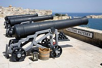 Cannons, the noon day gun, Saluting Battery, Upper Barracca Gardens, and Grand Harbour