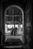 11.04.2015, Virgen, AUT, Der Virgentaler Opferwidder, im Bild der Halter Andreas Mariner und der Opferwidder vor der Wallfahrtskirche Maria Schnee. Di...
