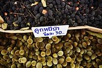 (150506) -- BANGKOK, May 6, 2015 () -- Photo taken on May 6, 2015 shows olives at the Thai Fruits and Vegetables Festival in Bangkok, capital of Thail...