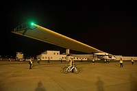 (150531) -- NANJING, May 31, 2015 () -- Photo taken on May 31, 2015 shows the Swiss-made solar-powered plane Solar Impulse 2 at Nanjing Lukou Internat...