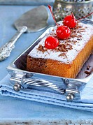 pound cake with powdered sugar