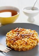 Caramelised almond tart with tea