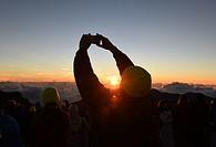 (150729) -- HAWAII, July 29, 2015 () -- People watch the sunrise at Haleakala National Park in Maui, Hawaii, the United States, July 29, 2015. (Xinhua...