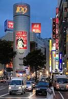 Japan, Tokyo, Shibuya, street scene, nightlife, people,.