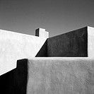 Adobe house (this style of architecture is typical of the South-West USA) in Santa Fe. New Mexico, USA