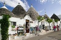 Terra dei Trulli-Unesco World Heritage Site, Tourists/Shoppers, Alberobello. Puglia, Italy