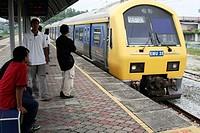 Metro/PUTRA line arriving in Shah Alam metro station, Klang, Selangor, Malaysia, Asia