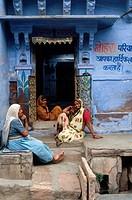 Three generation of women in their ´haveli´, Jodhpur. Rajasthan, India