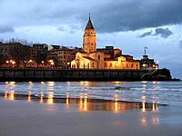 Iglesia de San Pedro y playa de San Lorenzo, Gijón, Asturias, Spain