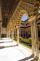 Patio de las Damas (´Courtyard of the Maidens´), Reales Alcazares, Sevilla. Andalucia, Spain