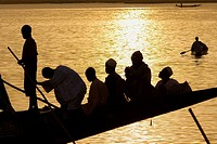 Mali. Sahel. Niger river. Port of Moptí. Traditionals boats. Transport by the river and fishermen.