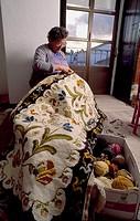 Artesanía de alfombras. Arraiolos. Évora. Alentejo. Portugal Workshop of Portuguese needlework rugs.