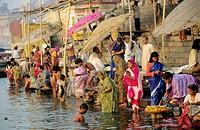 MORNING ABLUTIONS IN THE GANGES, DASASHWAMEDHA GHAT, VARANASI, INDIA