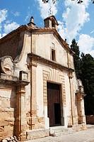 Fachada de la ermita en el calvario en Pollença, Palma de Mallorca, Islas Baleares, España.