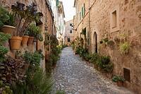 Street in Valldemosa, in Serra de Tramuntana. Mallorca. Balearic Island. Spain