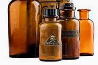 Bodegón de botellas de laboratorio antiguas