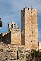 Castillo de Santa Oliva, románico  Siglo X  Iglesia del Remei, siglo XVII  España, Catalunya, provincia de Tarragona, Baix Penedés, Santa Oliva