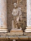 Estatua de Plutón en la escena del Teatro romano de Mérida - Ruinas de la ciudad romana de Emérita Augusta, Patrimonio de la Humanidad - Provincia de ...
