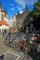 Germany, Muenster, Westphalia, Muensterland, North Rhine-Westphalia, Lamberti church square, gable houses, bicycle parking lot, bicycles