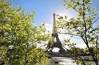 Eiffel tower, Seine river and Iéna bridge. Paris, France