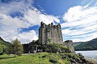 Eilean Donan Castle, Dornie, Highlands, Scotland, United Kingdom, Europe
