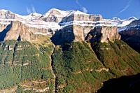 Snowcapped mountain landscape at Ordesa & Monte Perdido National Park  Huesca  Aragon  Spain