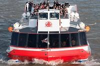 Tourist Boat Cruise along London´s River Thames