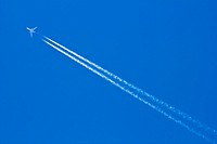Plain and contrail