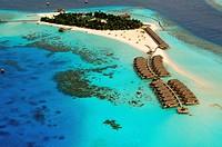 Indian Ocean, Maldives, Alifu Dhaalu Atoll, Constance Moofushi Resort, Aerial view