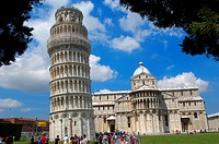Leaning Tower and ´duomo´ cathedral, Piazza del Duomo (Cathedral Square aka Piazza dei Miracoli), UNESCO world heritage site, Pisa, Tuscany, Italy