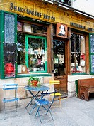 Shakespeare and Co., bookstore, Rue de la Bucherie, Latin Quarter, Paris, France