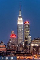 The Empire State Building and Manhattan skyline at dusk, as seen from Weehawken, New Jersey, USA