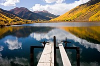 A high country lake in Colorado´s San Juan Mountains in autumn