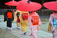 Maiko taking part in the Setsubun Rituals at Yasaka Shine