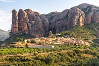 Small town Agüero at the foot of Mallos rocks in Aragón, Spain