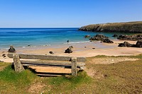 Sango Bay, Durness, Sutherland, Highland, Scotland, UK, Britain, Europe  Empty bench overlooking the beach of golden sands and turquoise sea on scenic...