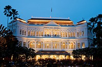 Nightime photography of exterior of Raffles hotel in Singapore