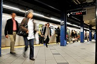 Commuters at 59th Street & Columbus Circle subway platform, Broadway, Manhattan, New York City, USA