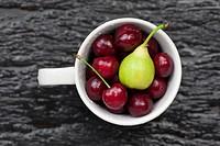 rinsing fruits