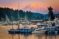 This photo was taken at sunset in the small town of Gig Harbor in Washington state        The equipment used was a Canon 5D Mk II with an EF 70-200/4L...