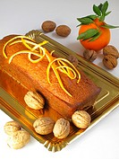 Cake with orange and walnuts