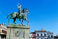 Equestrian statue of Francisco Pizarro in Main Square of Trujillo  Cáceres  Extremadura  Spain