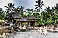 Asia, South-East Asia, Indonesia, Bali, Ubud. Outskirts of Ubud temple Pura Tirta Empul, religious ceremony.