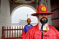 SEOUL SOUTH KOREA Changing of the guard Gyeong Bok Gung Palace.
