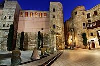 Roman wall. Plaça Nova Nova square. Palau del Bisbe Bishop Palace. Barcino statue, by Joan Brossa. Barcelona.