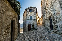 Europe, France, Vaucluse, Luberon. Alleyway in the perched village of Lacoste.