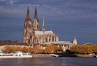 Cologne Cathedral, (High Cathedral of Saint Peter) with River Rhine, Cologne, Rhine-Westphalia, Germany.